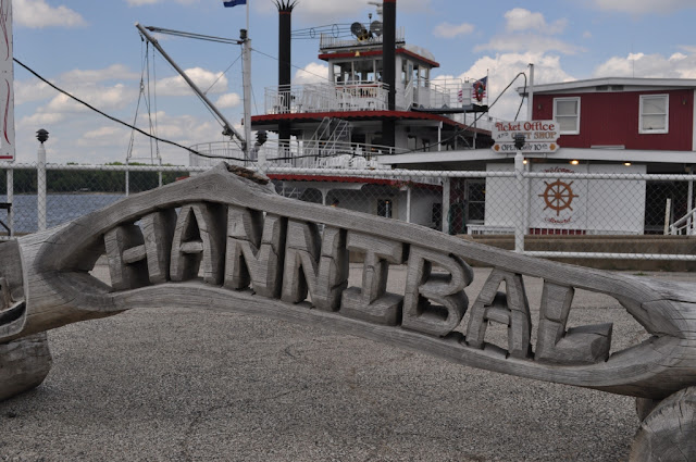 Hannibal, MO: Mark Twain Museum & Riverboat Cruise