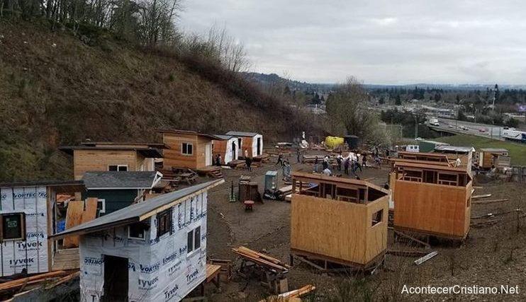 Iglesia construye casas para pobres