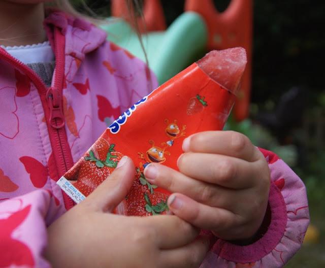 Den Sommer genießen: Leckeres Wassereis aus Dänemark. Der echte Fruchtsaft macht das Eis nicht nur für Kinder so lecker.