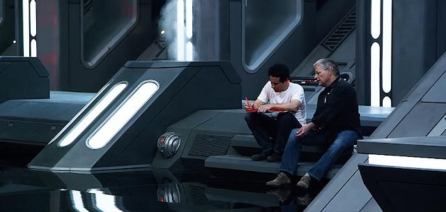 J.J. Abrams şi Lawrence Kasdan lucrând la scenariul pentru Star Wars: The Force Awakens