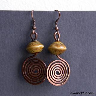 Купить медные серьги ручной работы с керамическими бусинами