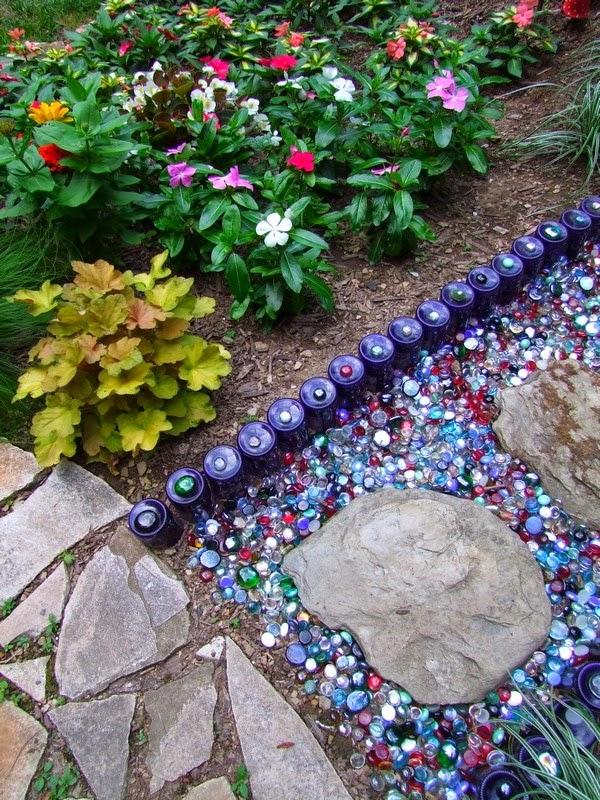 Recicla y decora con botellas de vidrio frascos y sifones - Ideas para decorar el jardin reciclando ...