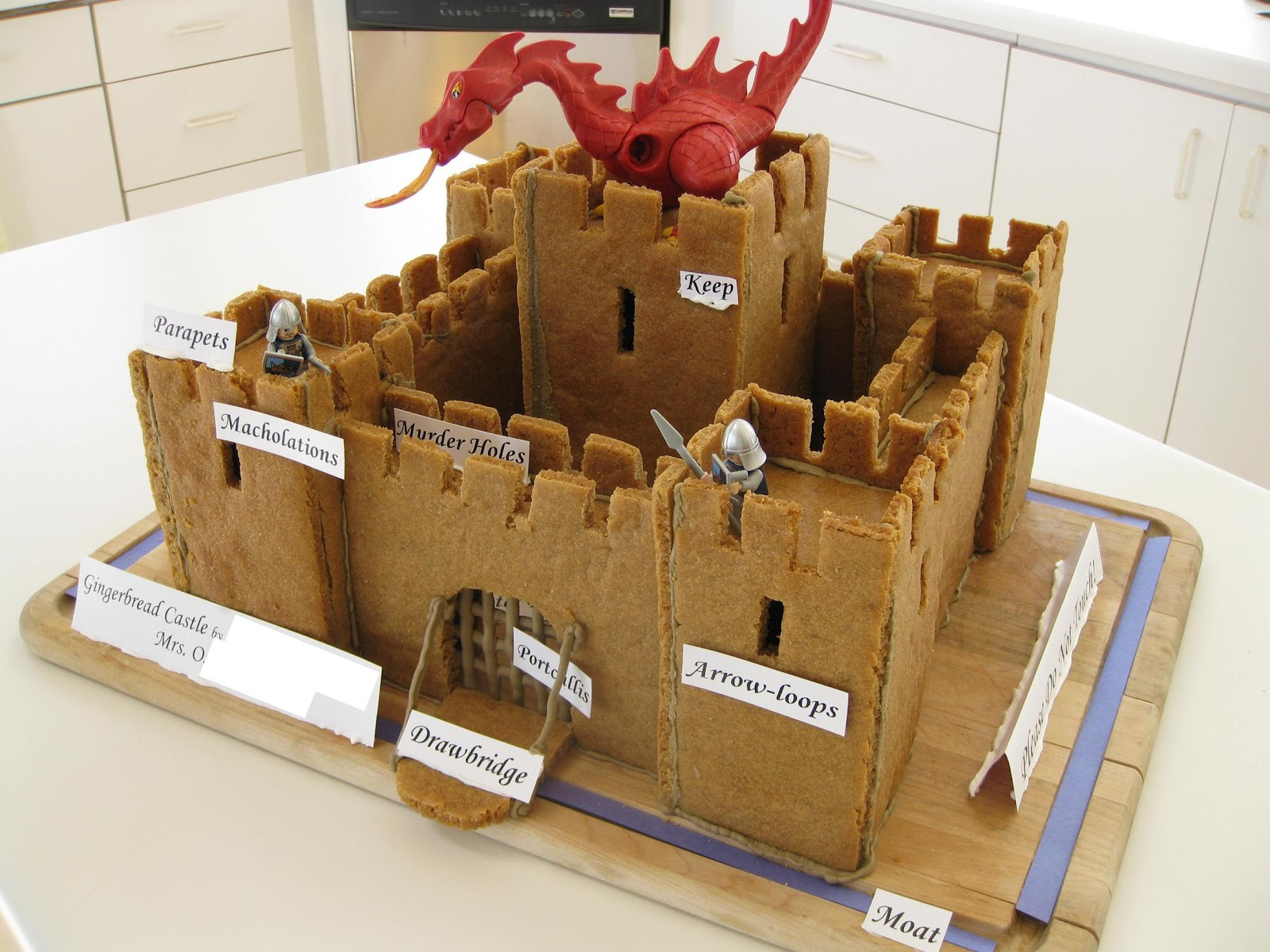 alipyper free gingerbread castle template