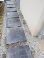 Allée en Pas Japonais gravier blanc dalles noirs anthracite bordure soi même comment faire