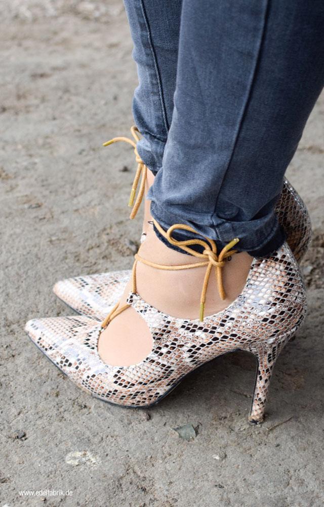 Skinny Jeans und High Heels, Schlangenprint