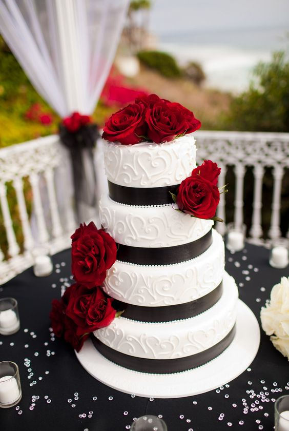 17 black red and white wedding cakes to drool over wedding cakes designs. Black Bedroom Furniture Sets. Home Design Ideas
