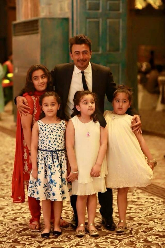 Shan with his adorable daughters