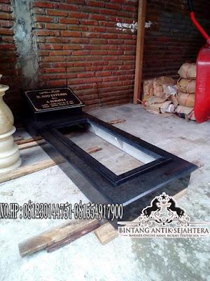 Makam Trap 1 Granit Lubang Besar