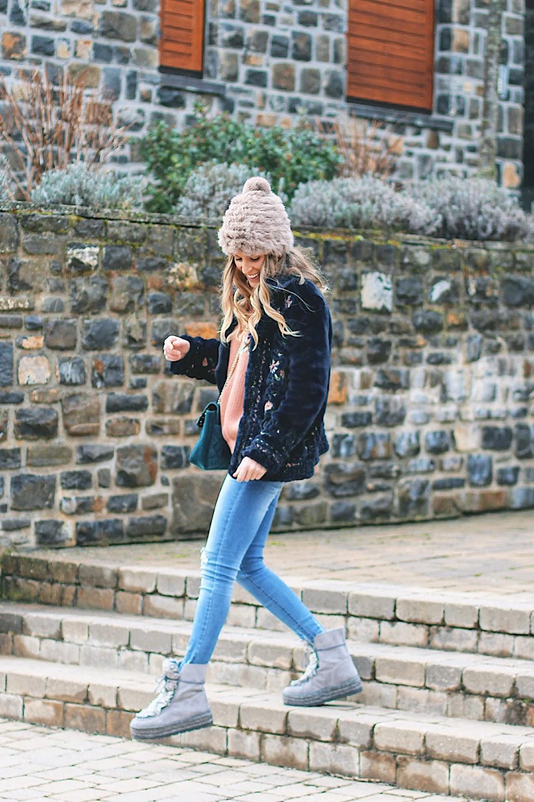 abrigo pelo y bordados