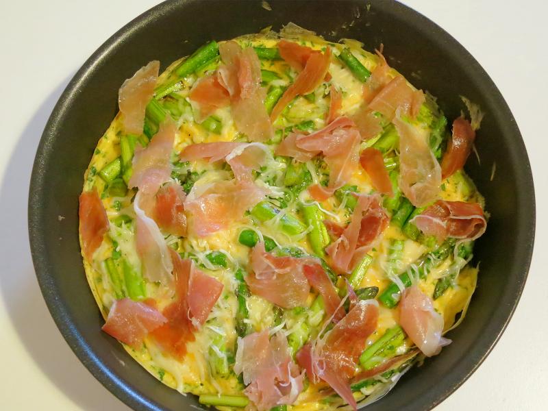 Omelete de Espargos e Presunto