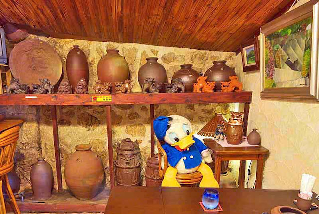 Donald Duck in a pottery store
