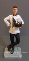 statuetta cuoco pasticcere torta cioccolato idee regalo amico orme magiche