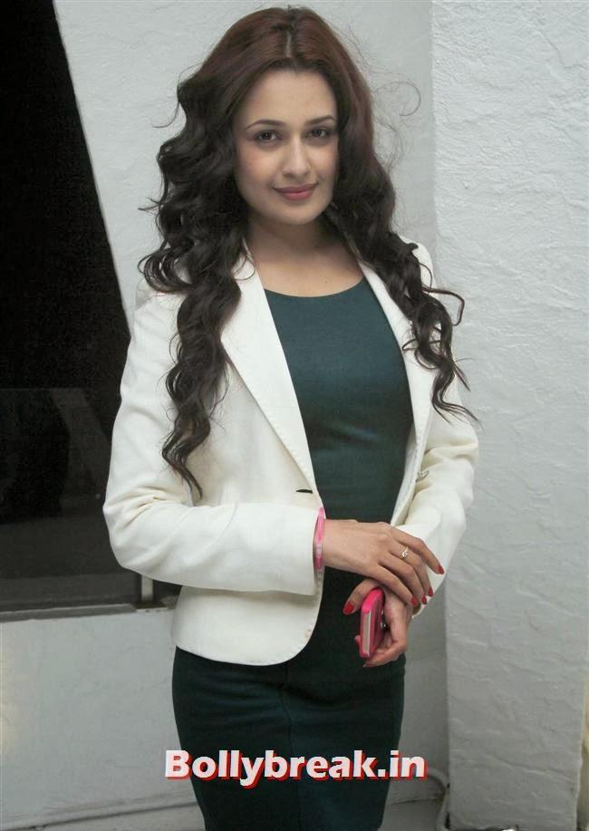 Yuvika Choudhary, Page 3 Babes at Kapil Mehra Birthday Party