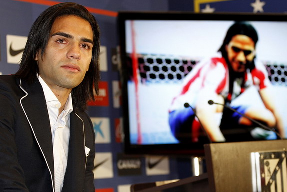 Radamel Falcao says goodbye to Atlético Madrid with tears in his eyes