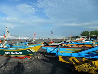 Suatu Pagi di Pantai Jatimalang, Purworejo.