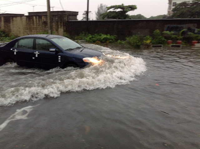 PHOTOS: Flood 'takes over' Lekki phase 1