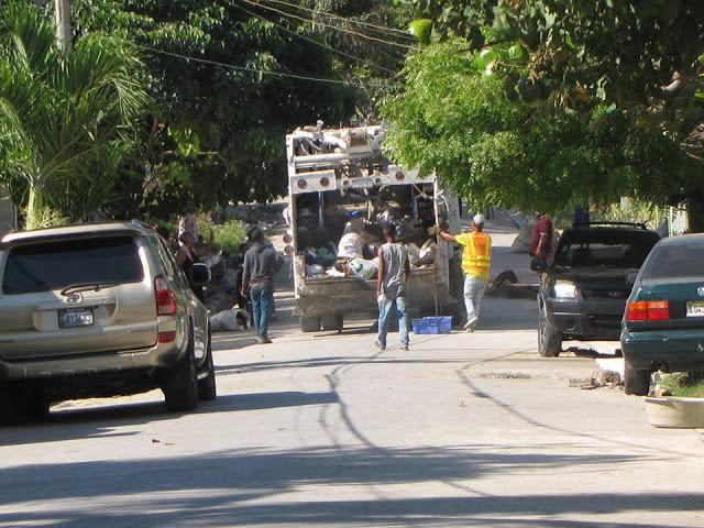 Compañía Aseos Municipales mantuvo servicios de limpieza en calles y avenida durante la Semana Santa