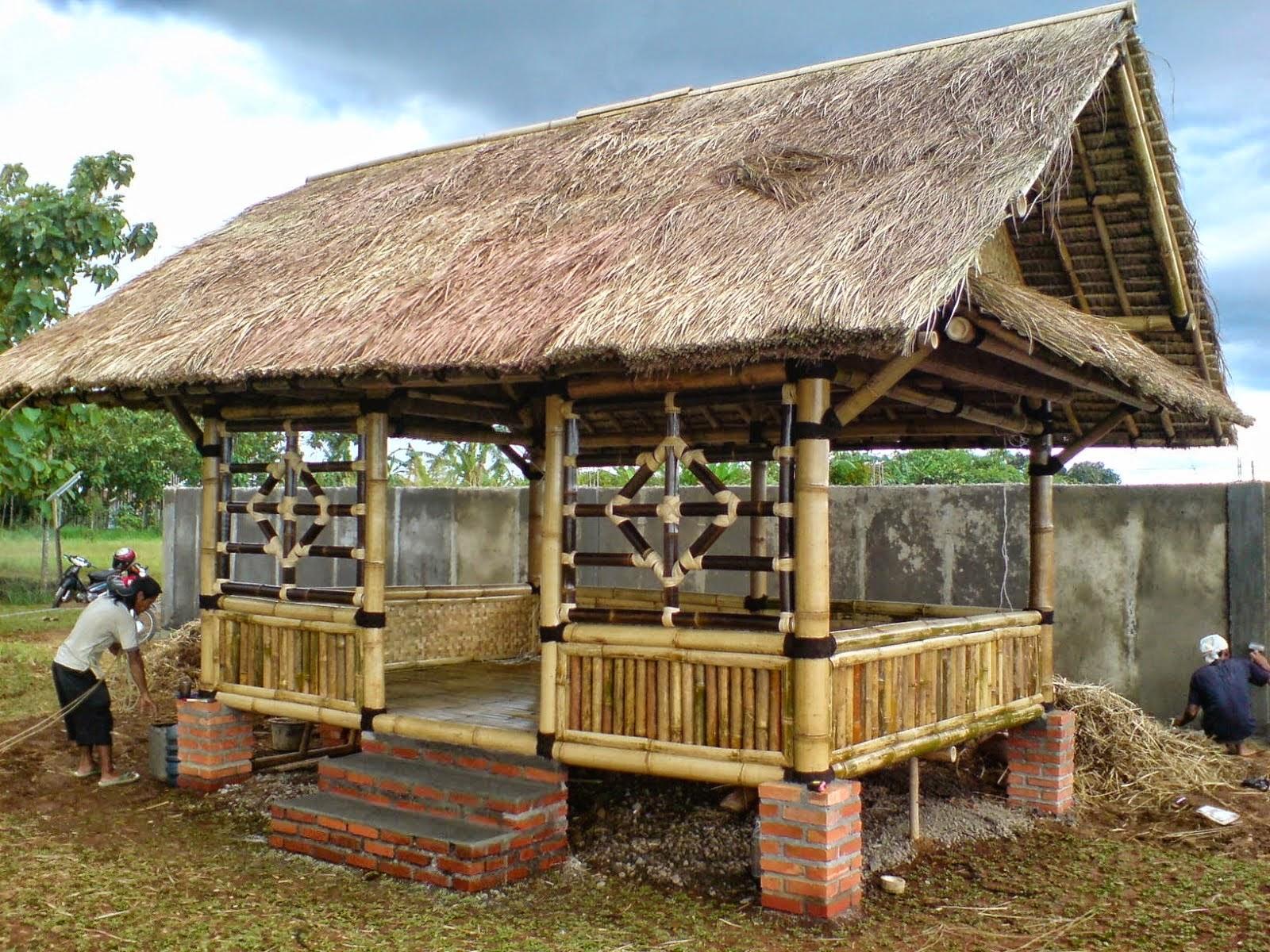 Jual saung bambu | jasa perakit rumah bambu | saung kayu kelapa | taman minimalis