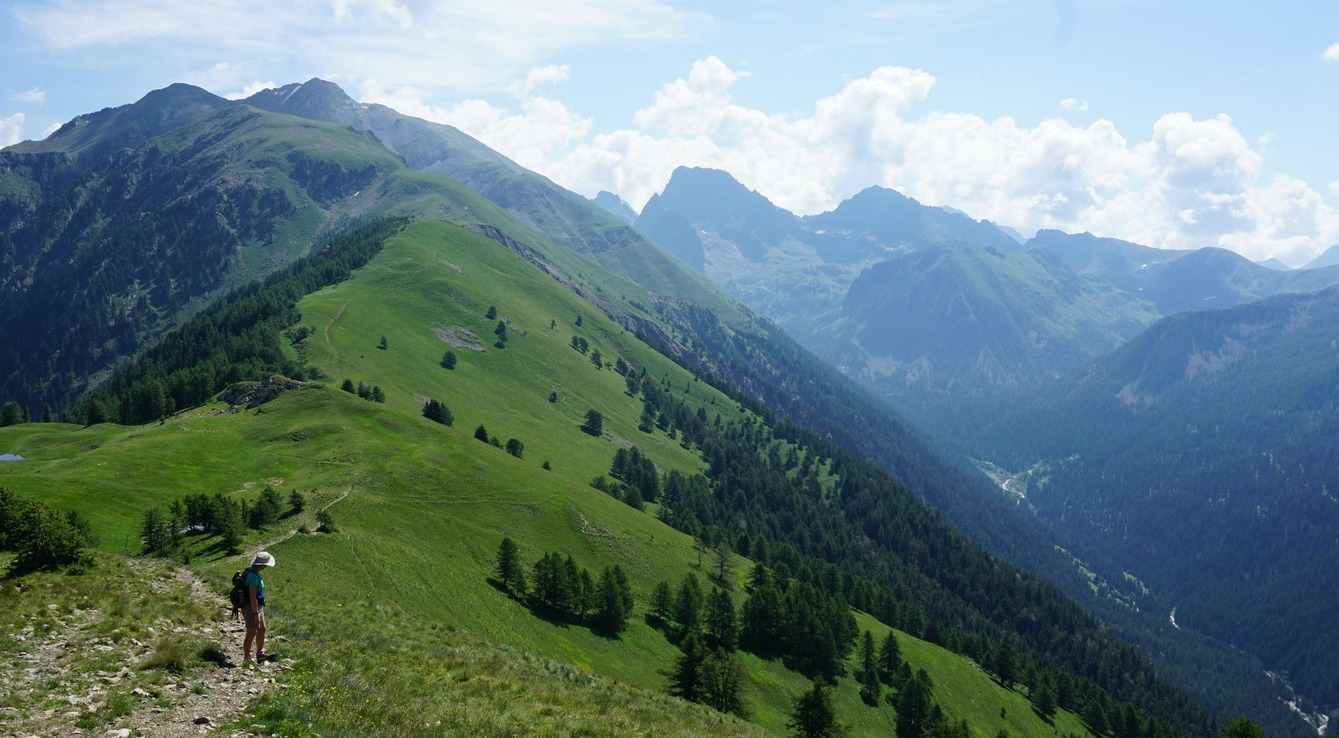 Madone de Fenestre Valley seen from trail to Piagu