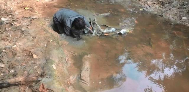 Miris!! Bocah 4 Tahun Diperkosa Lalu Dikubur Hidup-hidup di Sungai Berlumpur Papua