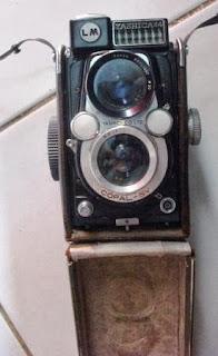 TLR Yashica 44 LM dengan case kulit asli