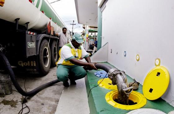 Resultado de imagem para Petrobras mantém inalterado preço da gasolina