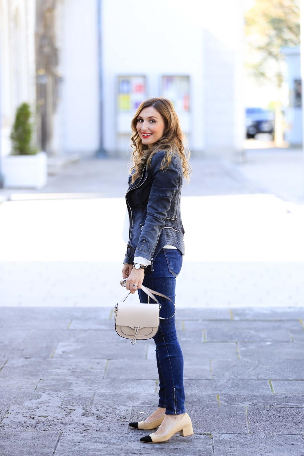 Fashionstylebyjohanna-aus-Frankfurt-Fashionblogger-das-schöne am-Bloggen-Klatsch-aus-der-Bloggerwelt-Schwarze Biker Jacke-Mantel-Zara-türkis-Winterjacke-Wintermante