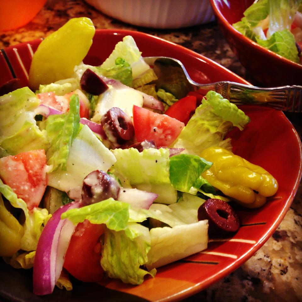 Sweetpea 39 s food adventure garden salad with olive garden - Olive garden italian salad dressing recipe ...