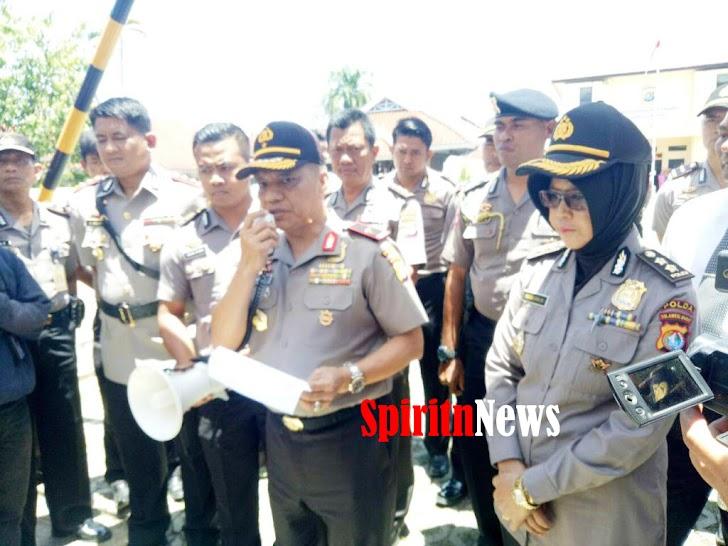 Kapolda Sulbar,Didampingi Kabid Humas Menerima Peserta Aksi Damai