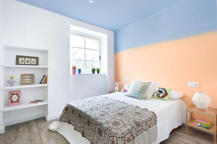 Como decorar una vivienda para alquilarla más rápido- dormitorio pared con pintura degradada