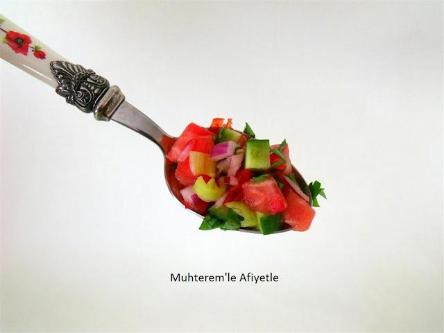 kaşıkta salata