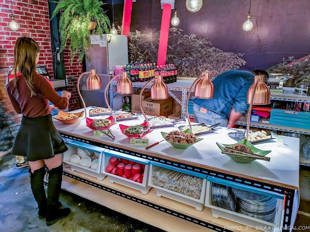 IMG 20181225 184129 - 熱血採訪│台中第1間泰國流水蝦就在泰夯蝦!全台首創18米玻璃透明LED水道,還有熟食沙拉熱炒海鮮時蔬甜點冰淇淋吃到飽