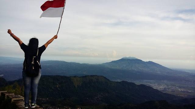 foto pemandangan gunung telomoyo