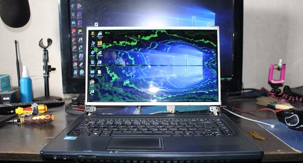 Cara memperbaiki LCD Laptop Gambar Terlihat Pecah (Blang beling)