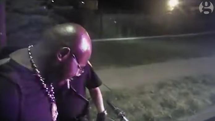 Assolto agente di polizia che sparò un uomo alle spalle - Video