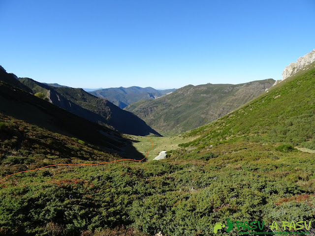 Ruta al Cornón por el Valle los Cereizales: Bajando a la Braña los Cuartos desde Fontarente