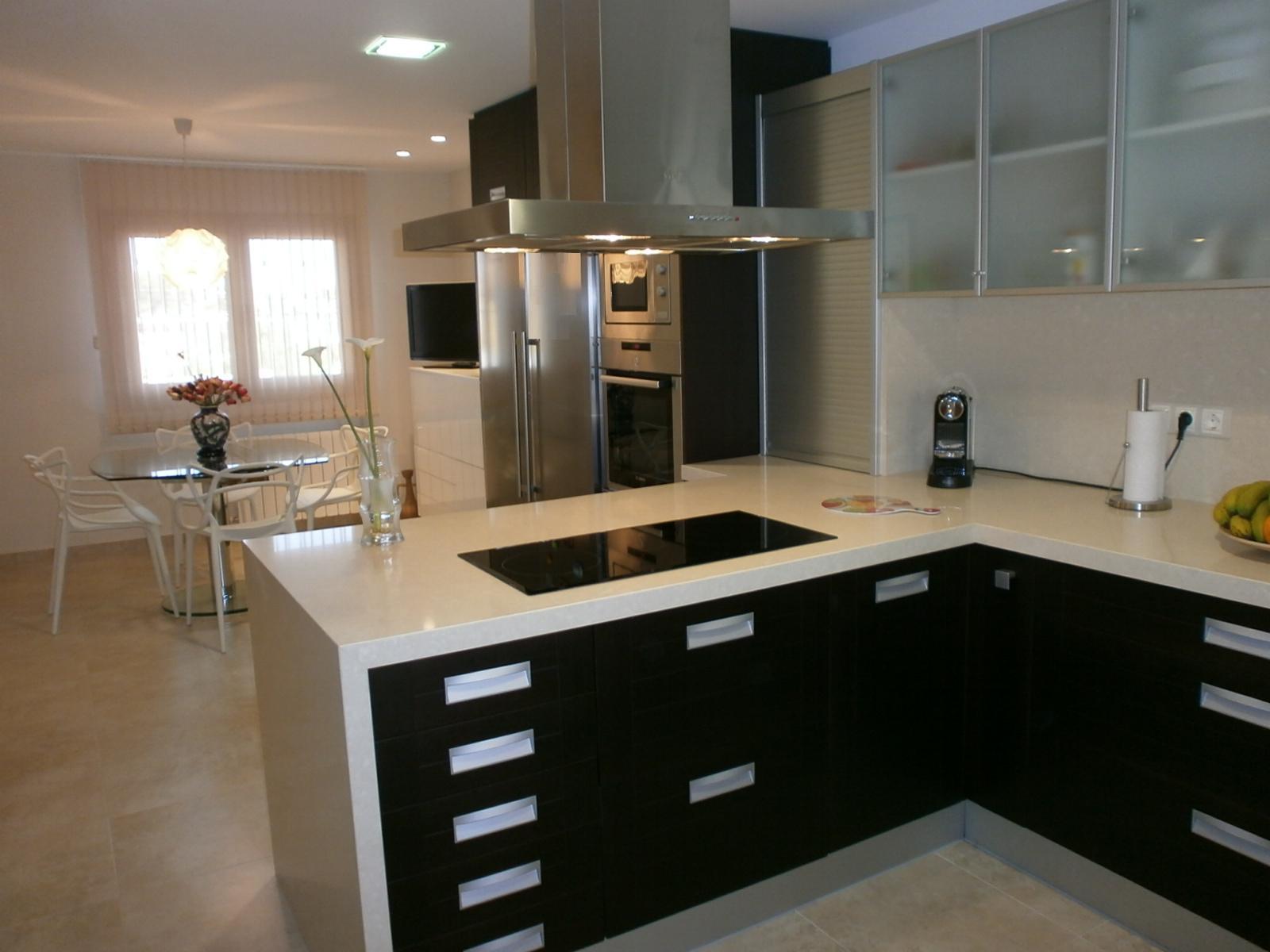El wengu y la madera oscura en la cocina cocinas con estilo - Muebles de cocina color wengue ...