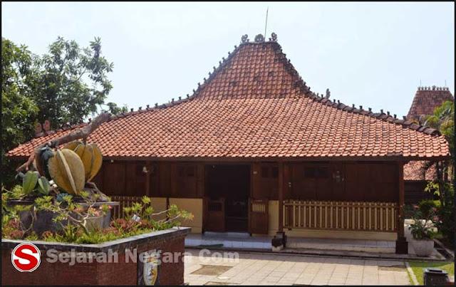 Gambar Rumah adat Joglo Jawa Timur