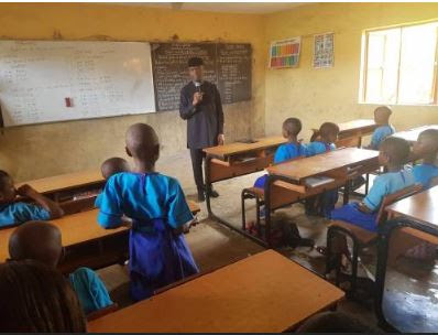 VP Osinbajo Teaching Primary School Children In Ondo