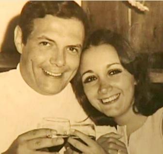 Foto de María Antonieta de las Nieves con su pareja