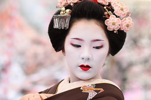Interesting about Japan: Traditional Geisha Makeup