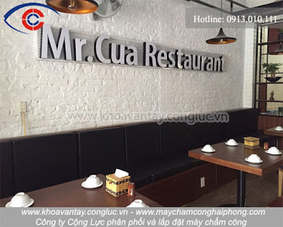 Việc lắp đặt máy chấm công vân tay Ronald Jack X628 Plus tại nhà hàng Mr. Cua hứa hẹn sẽ mang lại nhiều lợi ích cho người sử dụng.