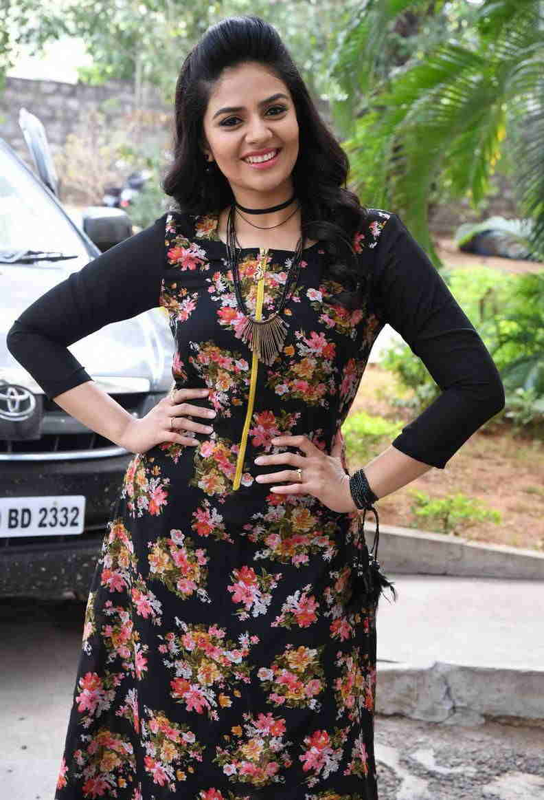 TV Anchor Sreemukhi In Black Dress At Trailer Launch