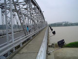 Puente de Hue sobre el rio del perfume