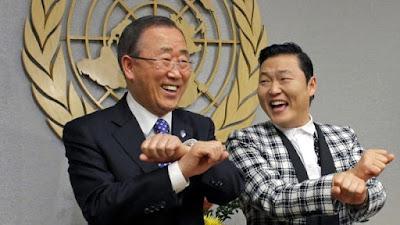El cantante Park Jae-sang con Ban Ki-moon