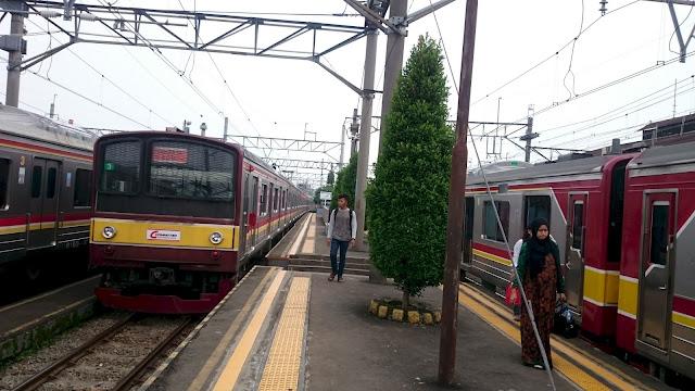 Train/ Rail/ Commuters Jakarta, Indonesia - Image: Author Hasan Imam Mukut