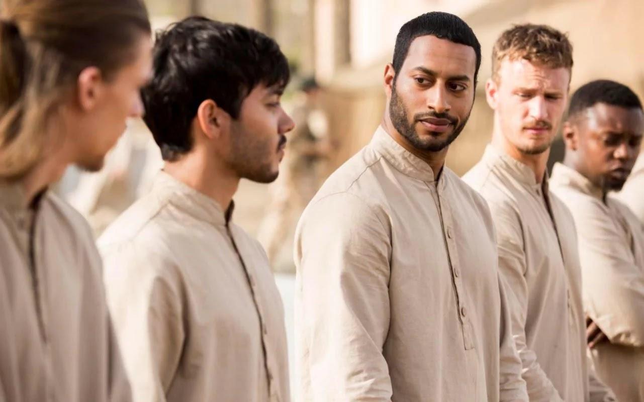 El elenco masculino de The State durante uno de los entrenamientos del ISIS