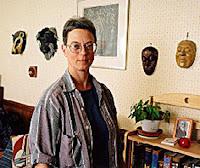 Elizabeth A. Lynn - la fotografía fue tomada cuando le dieron el premio Locus, pero no he podido descubrir al autor. No hay muchs fotos de Lynn en internet.