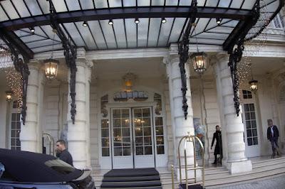 Entrée du Shangri-La Paris 16 ème.