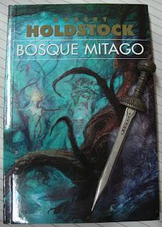 Portada del libro Bosque Mitago, de Robert Holdstock